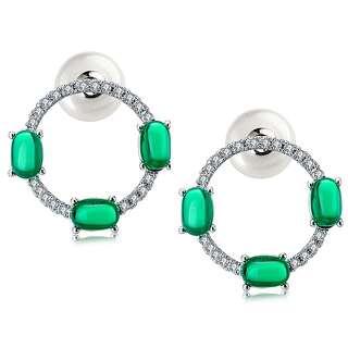 Круглые серьги с зелеными камнями и жемчужной застежкой