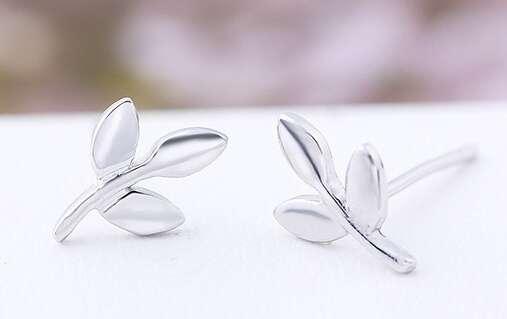Маленькие серебряные серьги веточки