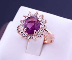 Кольцо с камнем Swarovski цвета аметист