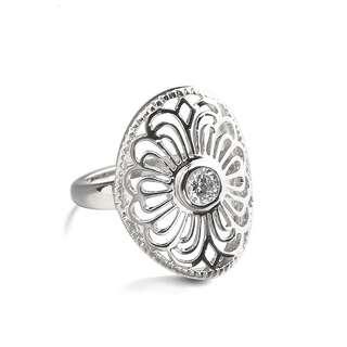 Узорное белое кольцо