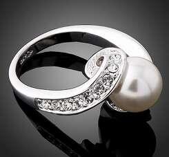 Кольцо с жемчугом и Swarovski