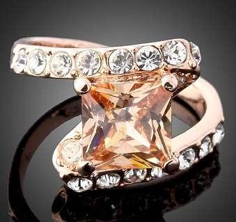 Кольцо с медовым кристаллом Swarovski