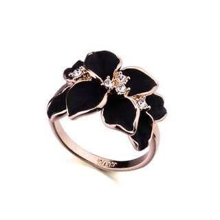 Кольцо цветок с чёрной эмалью и камнями Swarovski