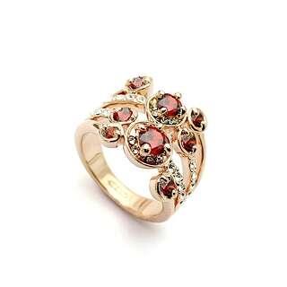 Кольцо узор из красных Swarovski