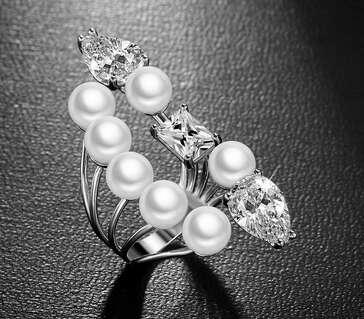 Открытое кольцо Dior с жемчугом и камнями Сваровски