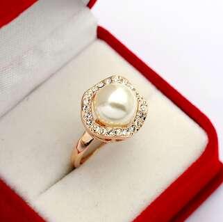 Кольцо цветок с жемчужиной и  Swarovski
