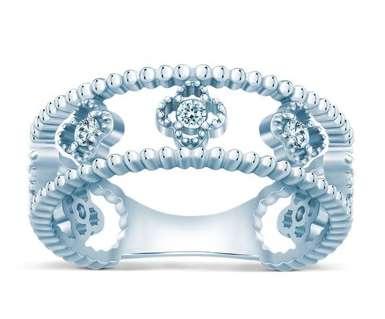 Серебряное нежное кольцо Van Cleef