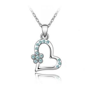Кулон сердце с нежно-голубыми камнями