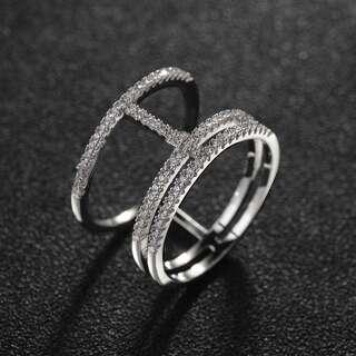Кольцо с белыми цирконами