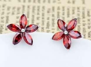 Серьги Цветы с красными цирконами