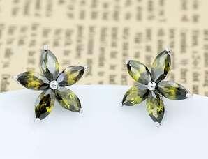 Серьги Цветы с зелеными цирконами