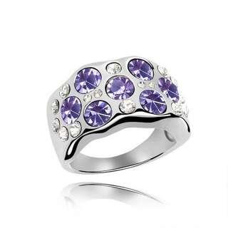 Массивное кольцо с фиолетовыми камнями