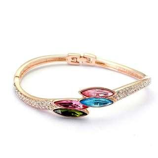 Асимметричный браслет с разноцветными Сваровски