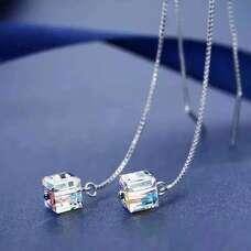 Серебряные серьги цепочки с прозрачным кубиком Swarovski