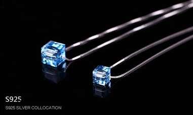 Серебряная цепочка с голубым кубиком Swarovski