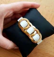 Кожаный брендовый белый браслет