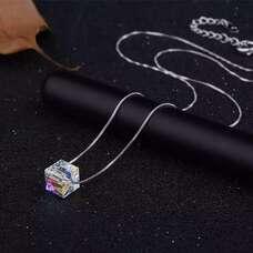 Серебряная цепочка с кулоном в виде прозрачного куба Swarovski