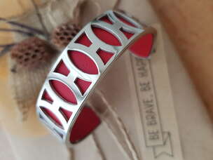 Литой открытый браслет Hermes с красной кожей