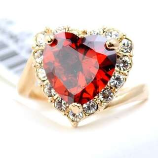 Кольцо крупное красное сердце